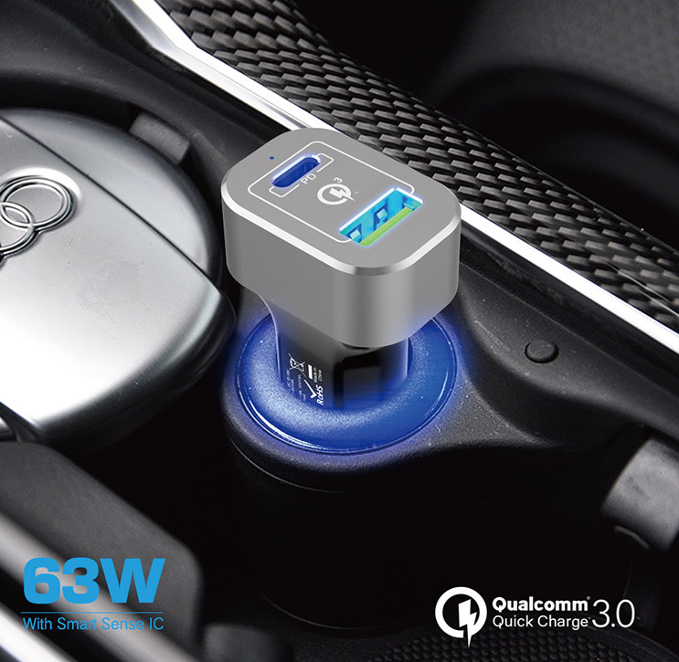RoadMama Fast Car Charger Plugged In